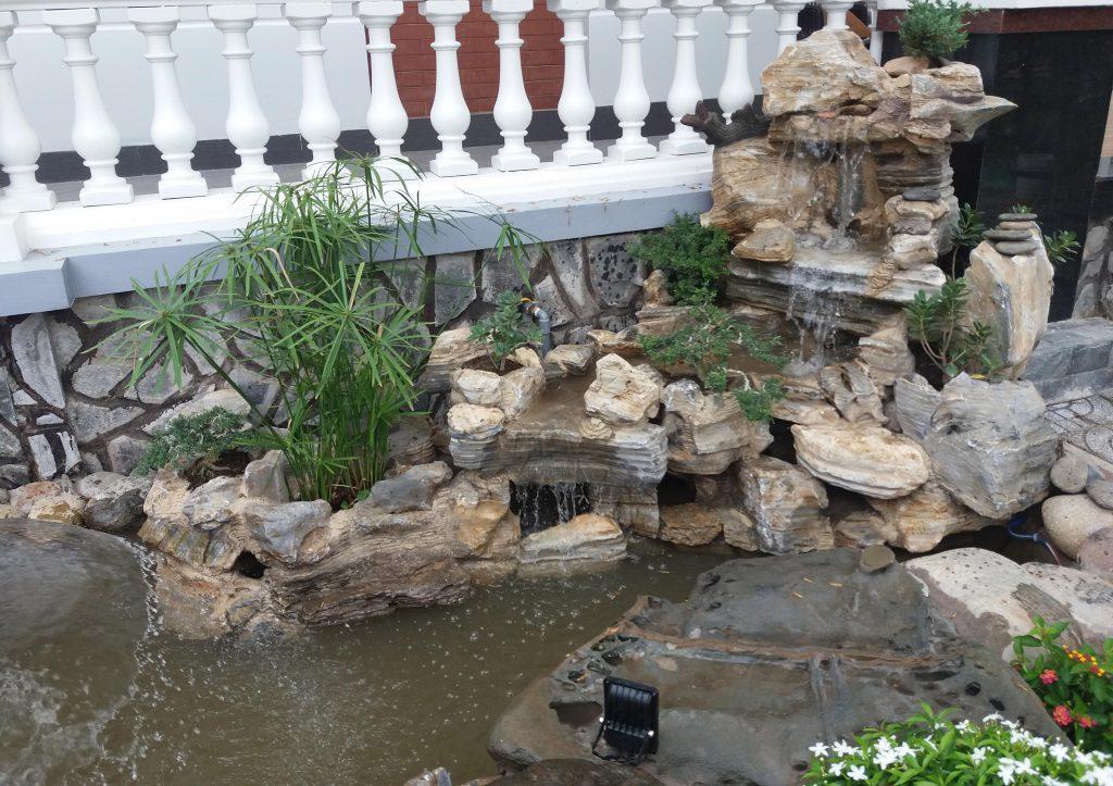 thác nước làm bằng đá cổ thạch