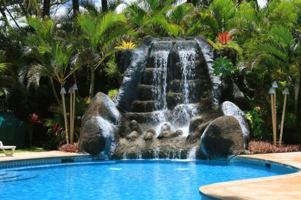 thác nước phong thủy bằng đá
