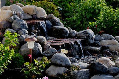 mẫu thác nước sân vườn